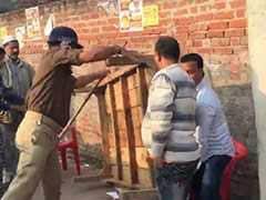 यूपी निकाय चुनाव : बाराबंकी में पुलिस ने वोटरों पर बरसाईं लाठिया, कुर्सियां भी तोड़ी