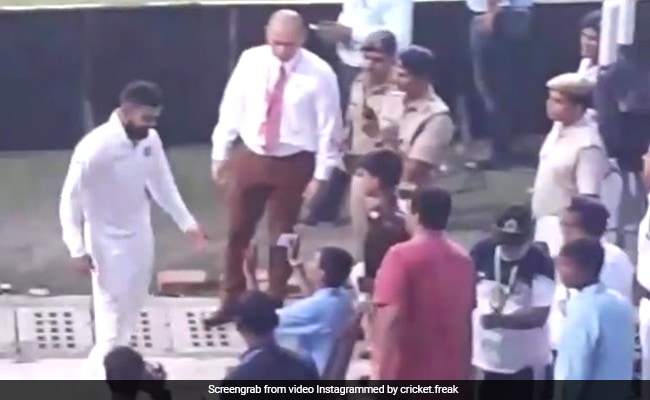 सुबह-सुबह विराट कोहली ने सुरक्षाकर्मियों से ली यह 'खास जानकारी'!
