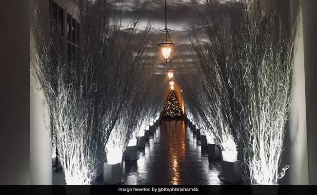 melania trumps christmas decorations not so merry says twitter agree - Creepy Christmas Decorations