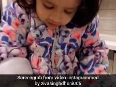 धोनी की बेटी जीवा ने बनाई गोल रोटी, सोशल मीडिया पर वायरल हुआ वीडियो