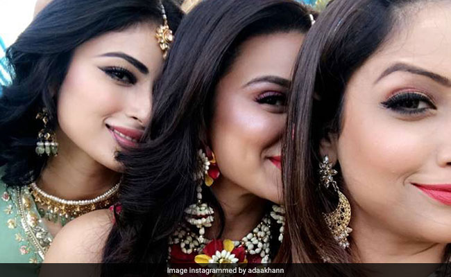 Aashka Goradia's Mehendi Function With BFFs Mouni Roy And Adaa Khan. See Pics