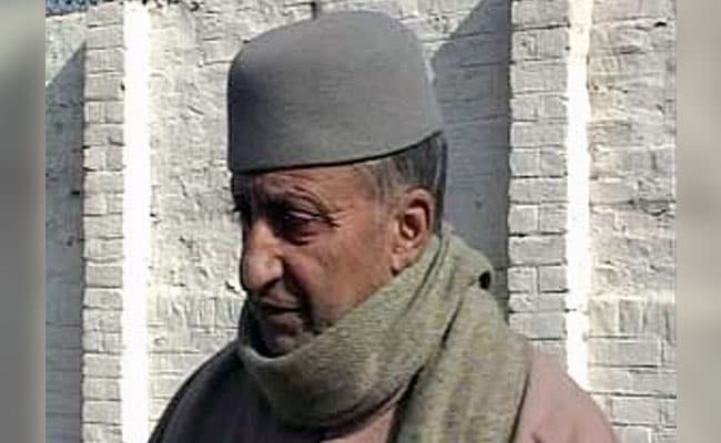 Hurriyat leader Bhat sacked from party for meeting interlocutor