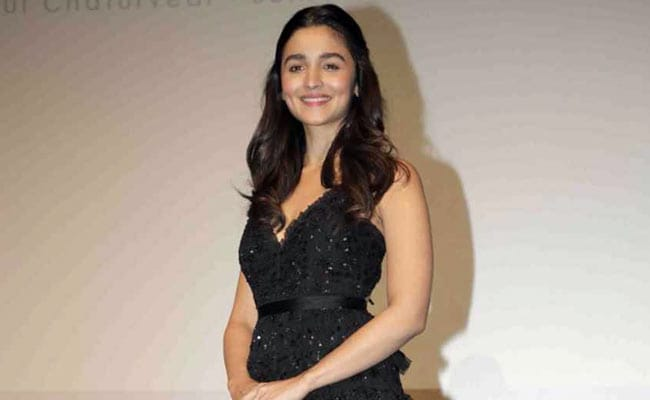 How To Get Alia Bhatt S Chilled Out Half Ponytail Hairstyle