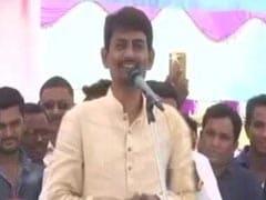 VIDEO : कांग्रेस विधायक अल्पेश ठाकोर ने संगीत कार्यक्रम में नोट उड़ाए, बाद में दी यह सफाई