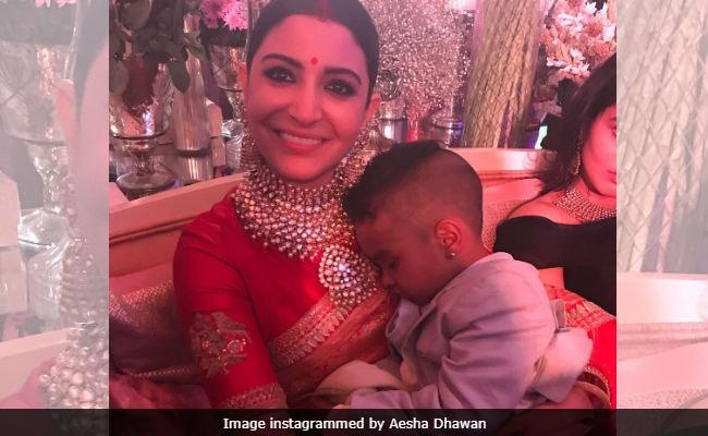 अनुष्का शर्मा ने 'देवर' के बेटे को गोद में सुलाया, तो लोगों ने जमकर उड़ाया मजाक