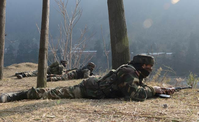 जम्मू एवं कश्मीर में आतंकवादी ठिकाने का पर्दाफाश, हथियार और गोला-बारूद बरामद