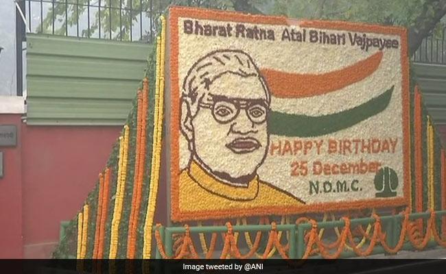 पीएम मोदी ने जन्मदिन पर वाजपेयी को दी शुभकामनाएं, पंडित मदन मोहन मालवीय को किया याद