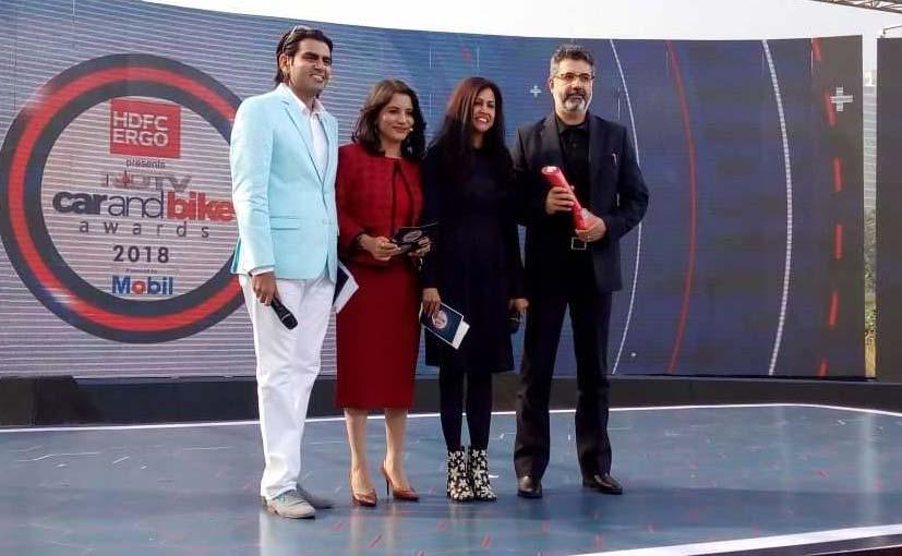 NDTV CEO Suparna Singh presented the award to Sumeet Narang