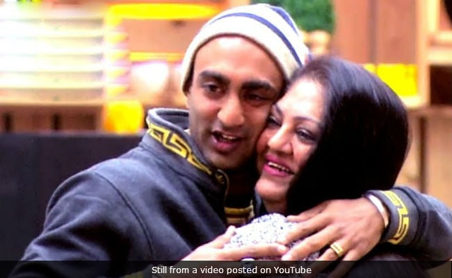 Bigg Boss 11, Written Update, December 27: Akash Dadlani's Mom Had An Emotional Breakdown In The Padosi House