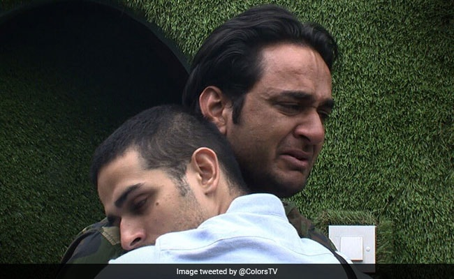 Bigg Boss 11, Written Update, December 21: Priyank Sharma Is Vikas Gupta's True Friend