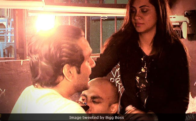 Bigg Boss 11, December 22: War Between Vikas Gupta And Akash Dadlani In The Kaalkothri