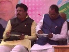 अपनी हरकत से हंसी का पात्र बने बिहार में बीजेपी के नेता