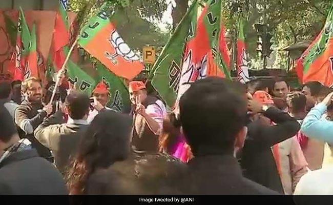 PHOTOS : गुजरात- हिमाचल प्रदेश विधानसभा चुनाव परिणामों से उत्साहित बीजेपी ऐसे मना रही जश्न