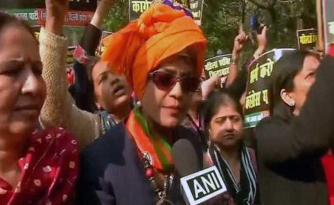 'दारूवाली' कहे जाने से नाराज बीजेपी विधायक दिल्ली पहुंचीं, कांग्रेस मुख्यालय पर दिया धरना