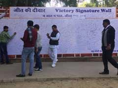 केंद्रीय मंत्री विजय गोयल ने गुजरात-हिमाचल में भाजपा को मिली जीत का जश्न अनोखे तरीके से मनाया