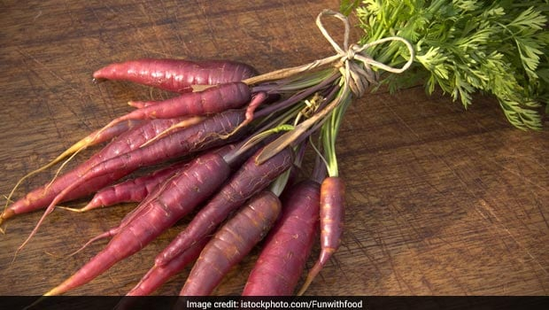 5 Benefits Of Eating Kaali Gajar During Winters