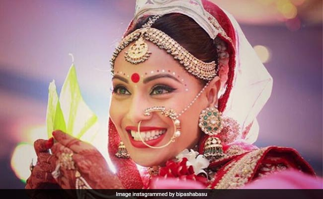 7 Bollywood Divas And Their Traditional Wedding Outfits