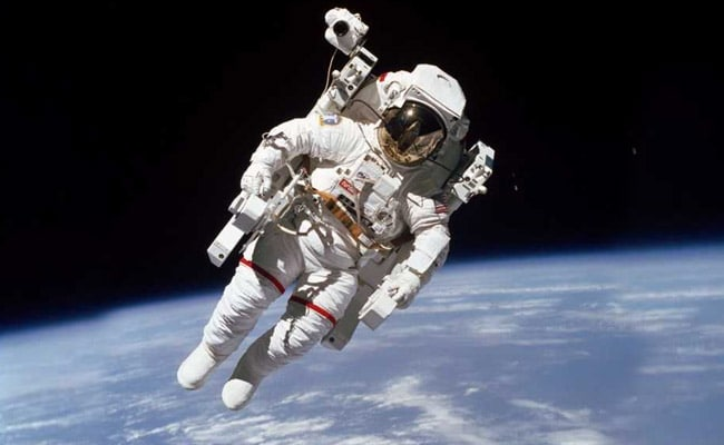 Bruce McCandless, First Astronaut To Fly Untethered, Dies At Age 80