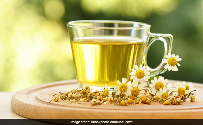 chamomile tea helps in sleeping better