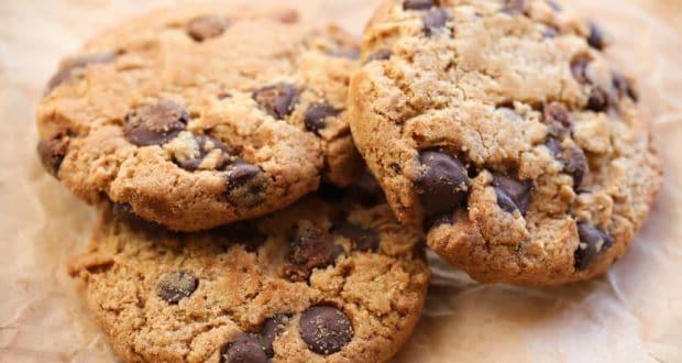 चॉकलेट चिप-बादाम कुकीज़