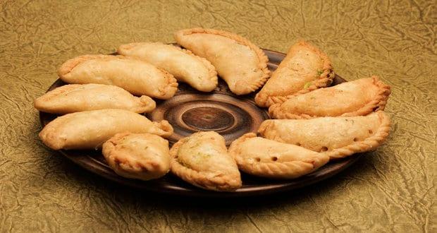 Holi 2019 Special: 7 Interesting Ways To Make Gujiyas Healthy This Holi! | Gujiya Recipe: How to Make Gujiya | Homemade Gujiya Recipe | Holi Sweets | Gujiya Recipe in Hindi