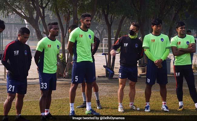 दिल्ली डायनामोज के खिलाड़ियों ने मास्क पहनकर ISL मैच के लिए ट्रेनिंग की