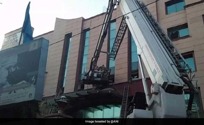 दिल्ली के अस्पताल में आग लगने से अफरा-तफरी, सभी मरीजों को सुरक्षित निकाला गया