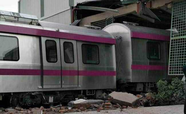 delhi metro magenta line crash new 650