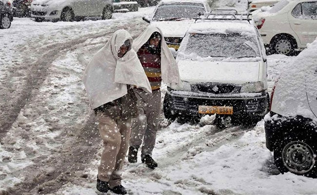 Fog In Parts Of North India; Avalanche Warning For Himachal Pradesh, Jammu And Kashmir