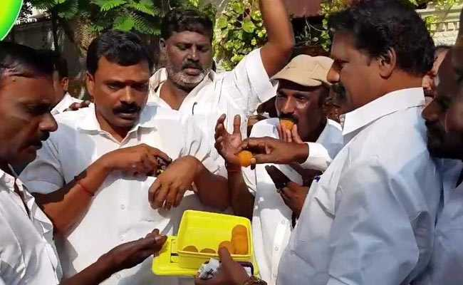 dhinakaran supporters rk nagar by poll