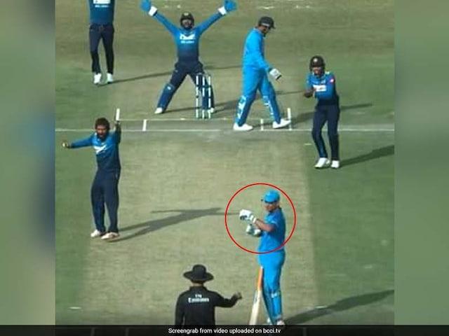 India vs Sri Lanka, 1st ODI: MS Dhoni Asks For Review Even Before Umpire Raises Finger, Gets It Bang On