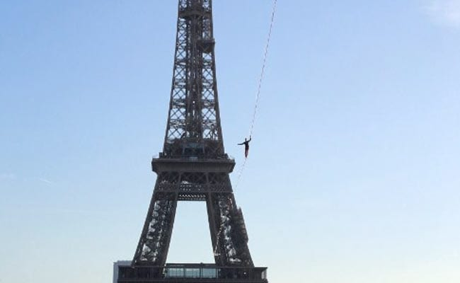 eiffel tower stunt afp 650 3