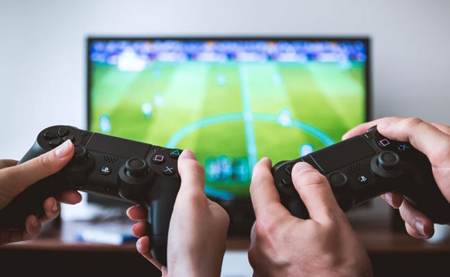 Teen Accidentally Empties Mum's Bank Account Playing FIFA