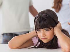 बच्चों के सामने भूलकर भी न करें ये 6 चीजें