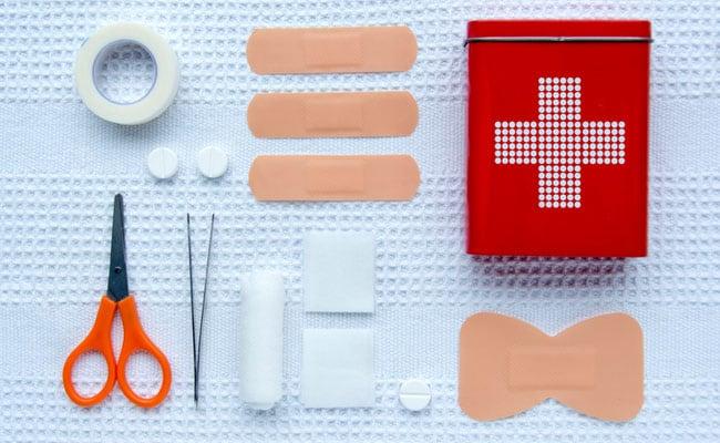 विश्व प्राथमिक चिकित्सा दिवस 2021: आपकी प्राथमिक चिकित्सा किट में 5 अवश्य होनी चाहिए