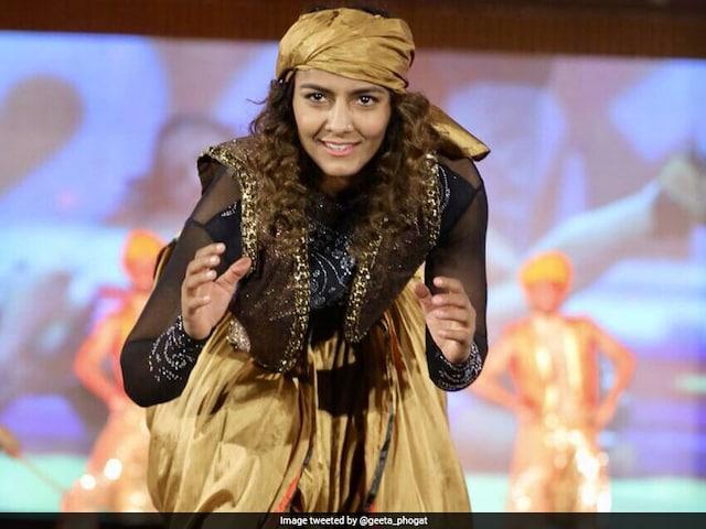 Pro Wrestling League 3: Geeta Phogat, Sakshi Malik Show Off Dance Moves On The Ramp