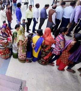 गुजरात निकाय चुनाव LIVE: अभी तक बीजेपी ने 1125 और कांग्रेस ने 587 सीटों पर जीत दर्ज की