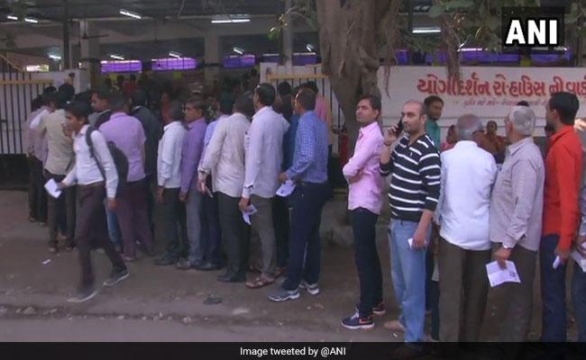 गुजरात विधानसभा चुनाव : शुरुआती 2 घंटों में 10 फीसदी मतदान