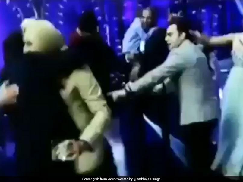 Watch: Harbhajan Singh Shows Off Dance Moves With Shah Rukh Khan At Virushka Reception