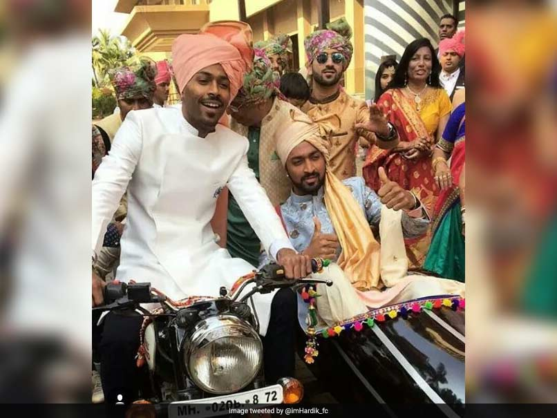 Hardik Pandya personally receives Sachin Tendulkar at brother Krunal's wedding