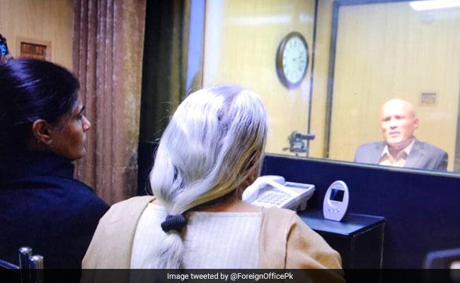 कुलभूषण जाधव से पाकिस्तान में मिला परिवार, 30 मिनट मुलाकात की थी मिली इजाजत, 10 बातें
