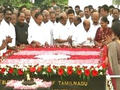 O Pannerselvam, E Palaniswami Pay Homage To MG Ramachandran On His 30th Death Anniversary
