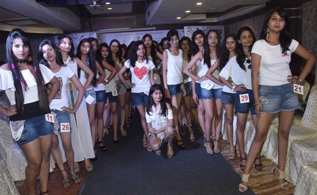 फ्रीडम मिस बिहार 2017:  115 कंटेस्टेंट ने लिया हिस्सा, ज्यूरी मेंबर के सामने दिखाया अपना टैलेंट