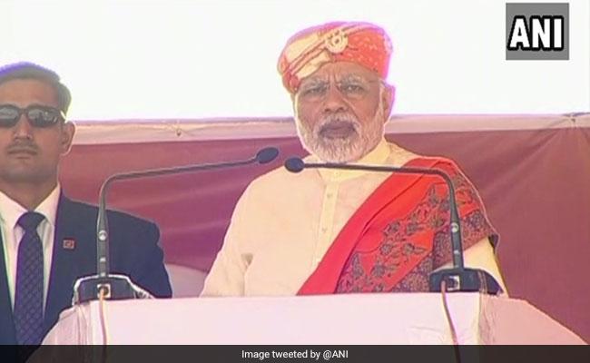 गुजरात चुनाव के पहले चरण में वोटिंग के बीच पीएम मोदी ने कांग्रेस पर किए करारे वार- खास बातें