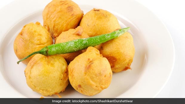 Moong Dal Pakodi: The Bite-Sized Snack Is A Street-Side Sensation
