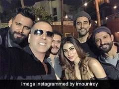 Akshay Kumar Wraps <i>Gold</i> Shoot. Mouni Roy Posts Update