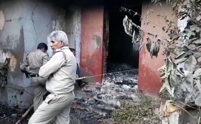 मुजफ्फरपुर : दूरस्थ शिक्षा निदेशालय की 70 लाख रुपये की किताबें खाक, जानबूझकर आग लगाए जाने की आशंका