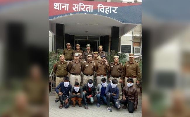 दिल्ली में कैब लूटने वाला गिरोह गिरफ्तार, तीन गाड़ियां बरामद