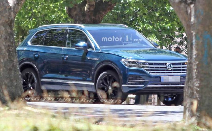new volkswagen touareg spied again unveil by mid 2018. Black Bedroom Furniture Sets. Home Design Ideas