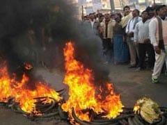 बिहार में नई बालू नीति के खिलाफ हिंसक प्रदर्शन, कई जगह आगजनी, पुलिस ने बरसाईं लाठियां